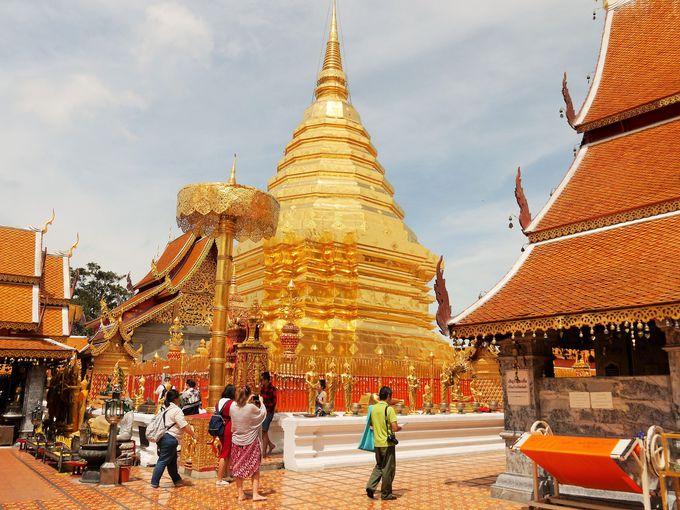 山頂の寺院は黄金に光り輝く世界!