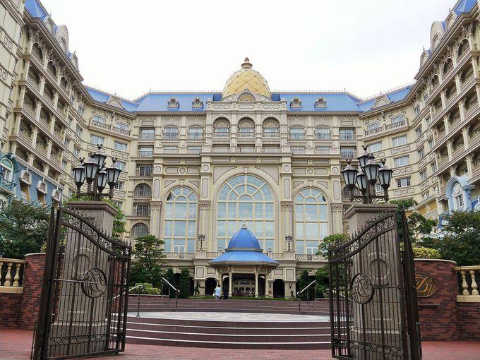 東京ディズニーランドの正面に位置する豪華なホテル!