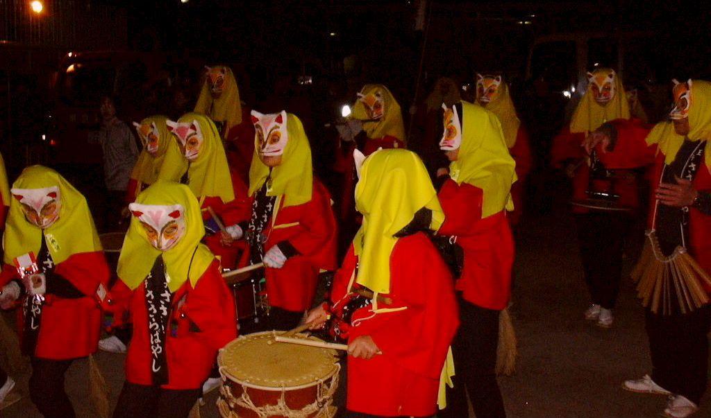 子狐たちや、狐の楽団も続く行列