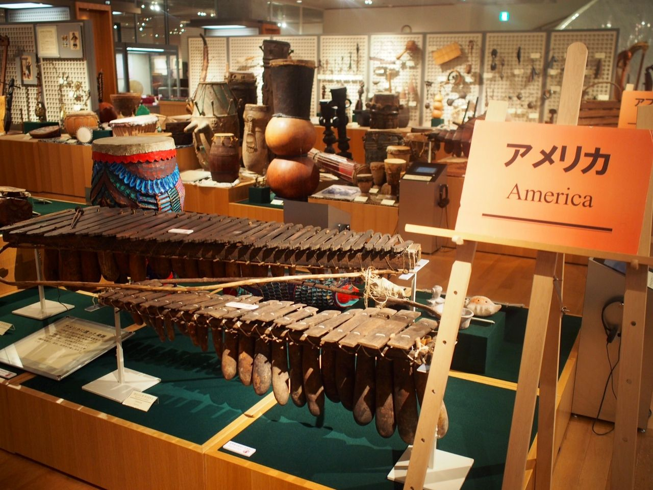 世界各地の楽器 第二展示室