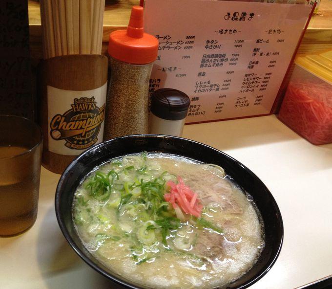 屋台で食べる本場福岡の「長浜ラーメン」