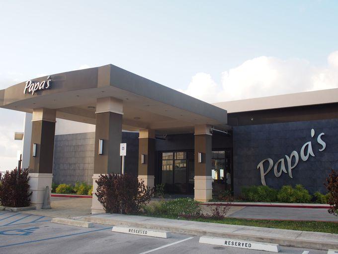 空港近くのスタイリッシュなレストラン「パパス」