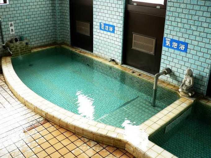 湯にうるさい常連さんの為本物温泉にこだわる
