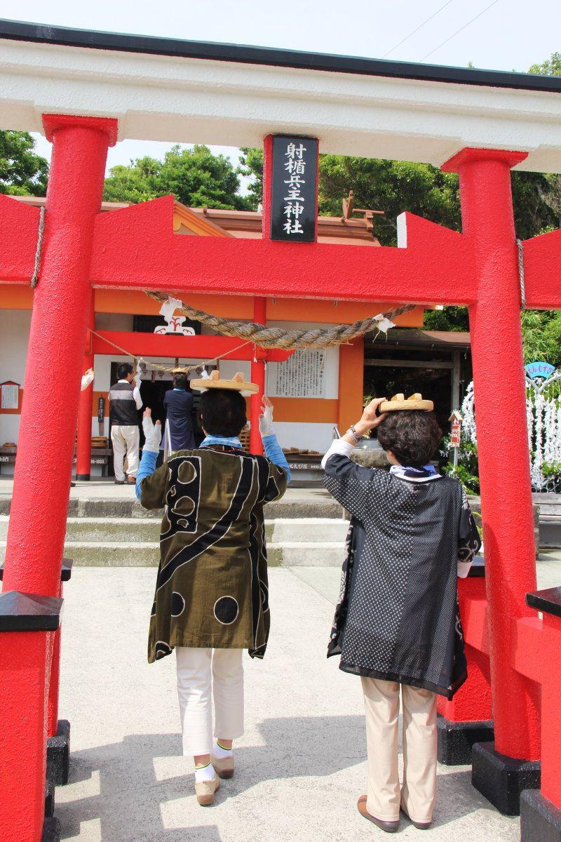 釜蓋神社の珍百景「かまふた願掛けかぶり」