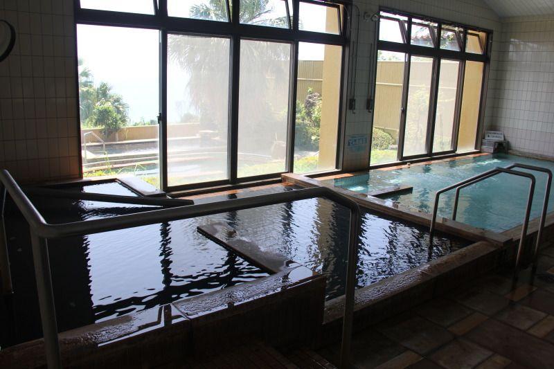 源泉かけ流しの湯も楽しめる「白浜温泉みすまるの湯」