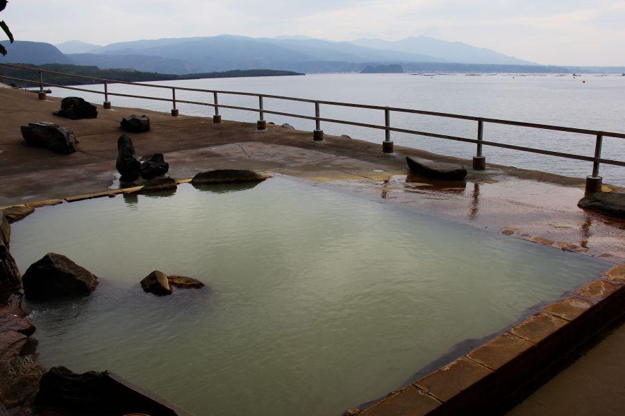 錦江湾が目の前に広がる絶景混浴露天風呂!