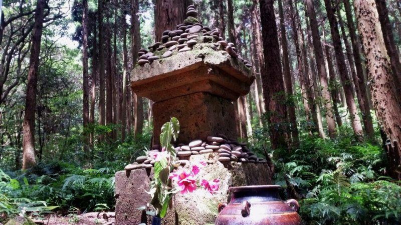 幸村の墓に置かれている丸い小石に隠された秘密とは?
