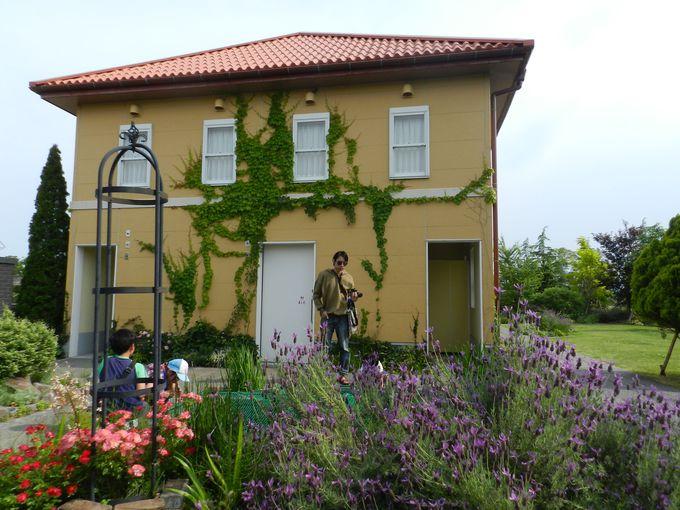 チェコの作家の邸宅を再現した「バラのある家」