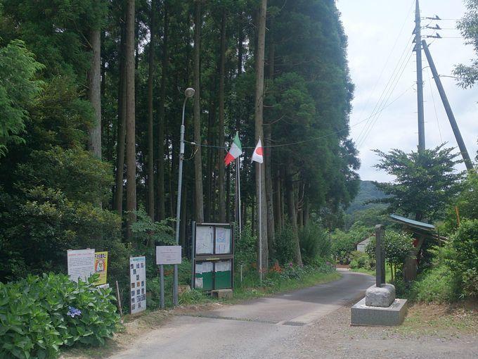 地層への入り口「田淵会館」。車はここに駐車できます