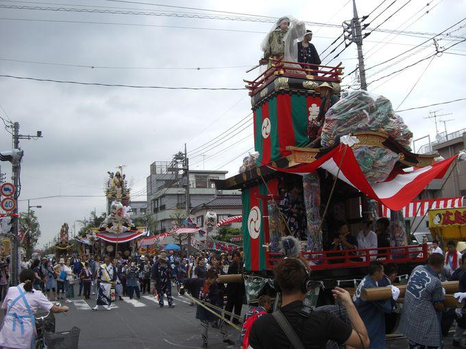 人形山車は艶やか!山車の行列は志ん一(日本武尊)、志ん二(神武天皇)と続く