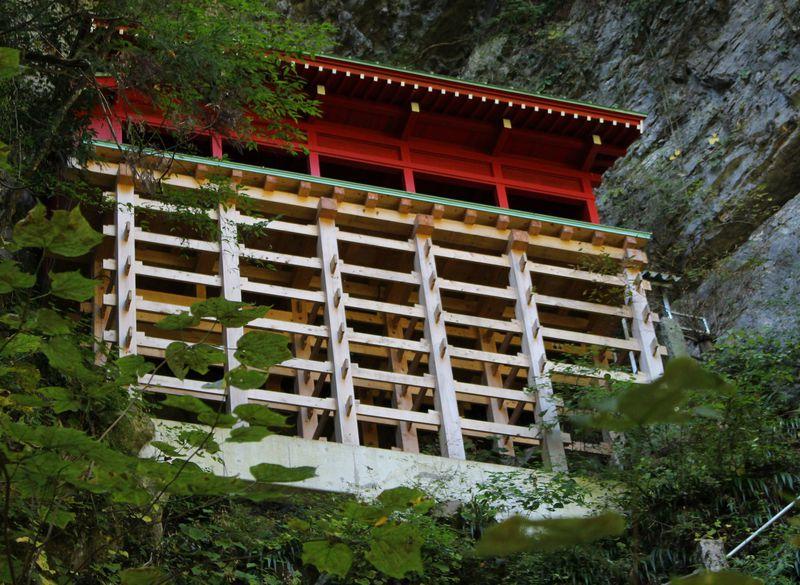 豊かな水と森林に囲まれたパワースポット!栃木市「満願寺」