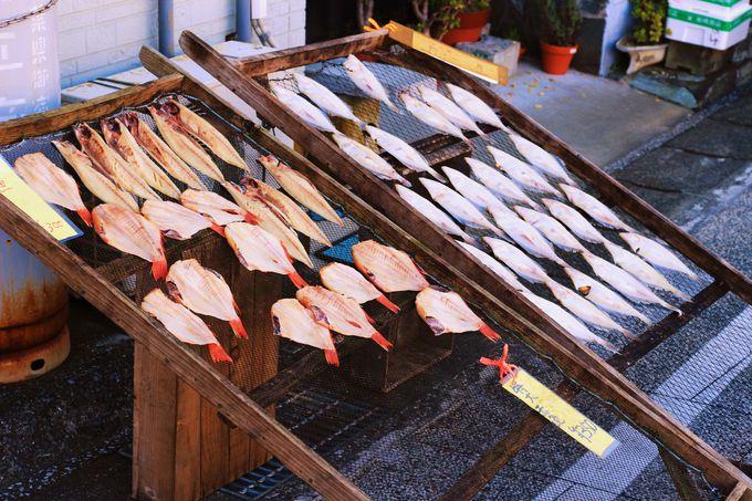 「日本三大朝市」がある勝浦の町と、50年前から愛される「勝浦タンタンメン」