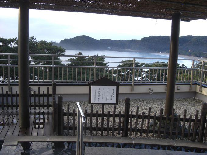 屋上の展望テラスにある足湯!日本の渚百選の弓ヶ浜を眺める!!