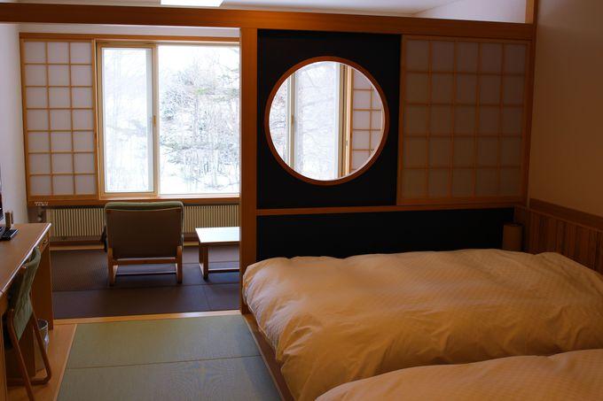 和モダンの和洋室はダブルサイズのベット!大きな窓とこだわりの椅子で奥日光の自然と触れ合う!!