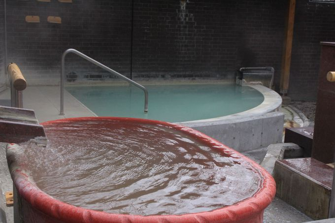 日光開山の祖、勝道上人が発見した湯元温泉!露天のお湯は白く濁り、内湯はエメラルドグリーン!!