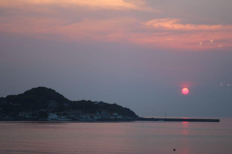 地物の海鮮ブュッフェ&鏡ヶ浦に映る夕日の宿!休暇村館山