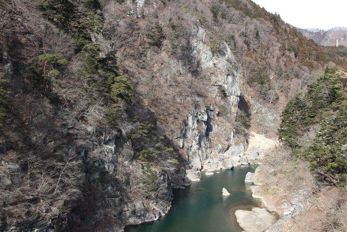 周辺観光は鬼怒川の渓谷美を堪能!盾岩と龍王峡