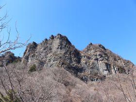 浸食された石柱が荒々しくそそり立つ景勝!群馬県妙義山の石門めぐり|群馬県|トラベルjp<たびねす>