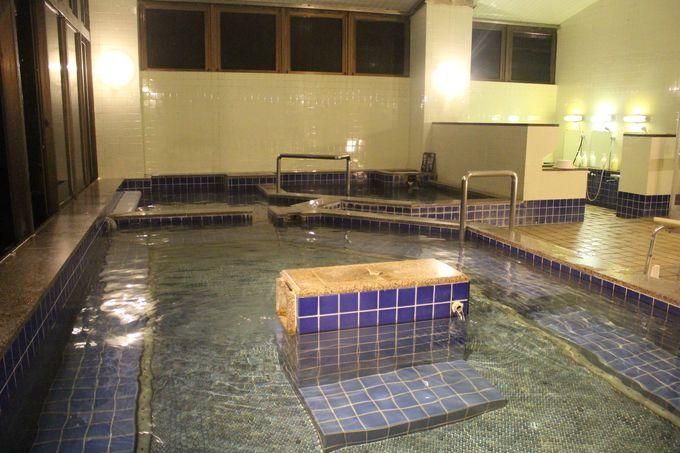 泉質を守るため源泉を最短距離で引いた「上の湯」と「奥の湯」!寝湯は長湯に最適