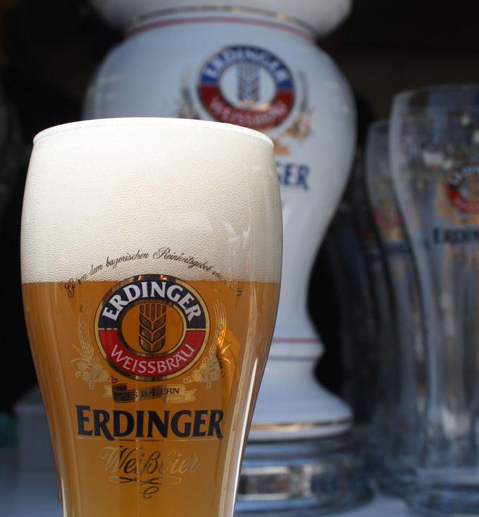 次は何を飲もう?悩むくらい種類の多いドイツビール!グラスがデポジット。