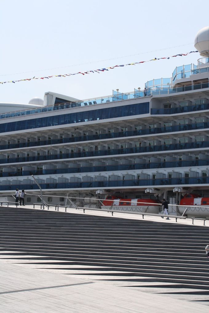 大さん橋で、めちゃくちゃ大きな客船を見よう!
