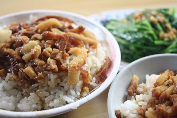 滞在中、何度も通えるくらいおいしい「金峰魯肉飯」の「香�迄D肉飯」!