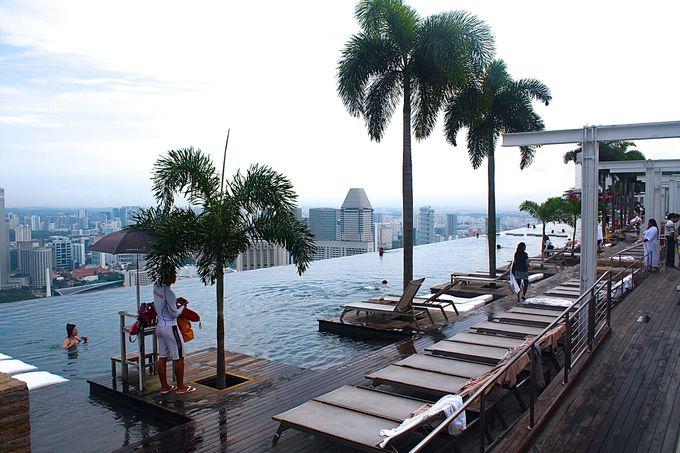 シンガポールを一望できるプールは宿泊者のみの特権!