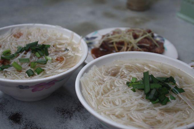 カジキを煮込んだスープにビーフン!「民楽旗魚米粉湯」