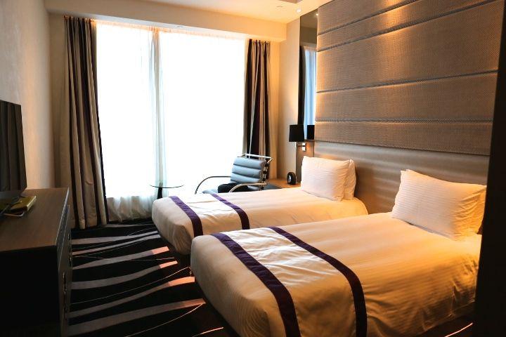 香港では珍しく広めの客室、そして清潔感のあるモダンな部屋