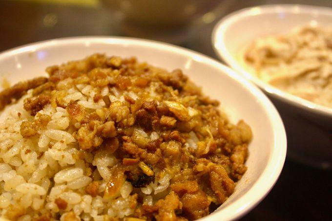 甘辛い豚そぼろが白飯にしみる!「丸林魯肉飯」