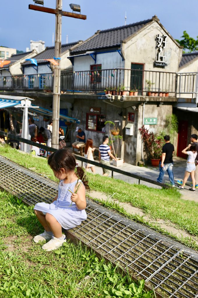 緑の三角丘がお出迎え!子供写真の撮影も楽しめる「四四南村」