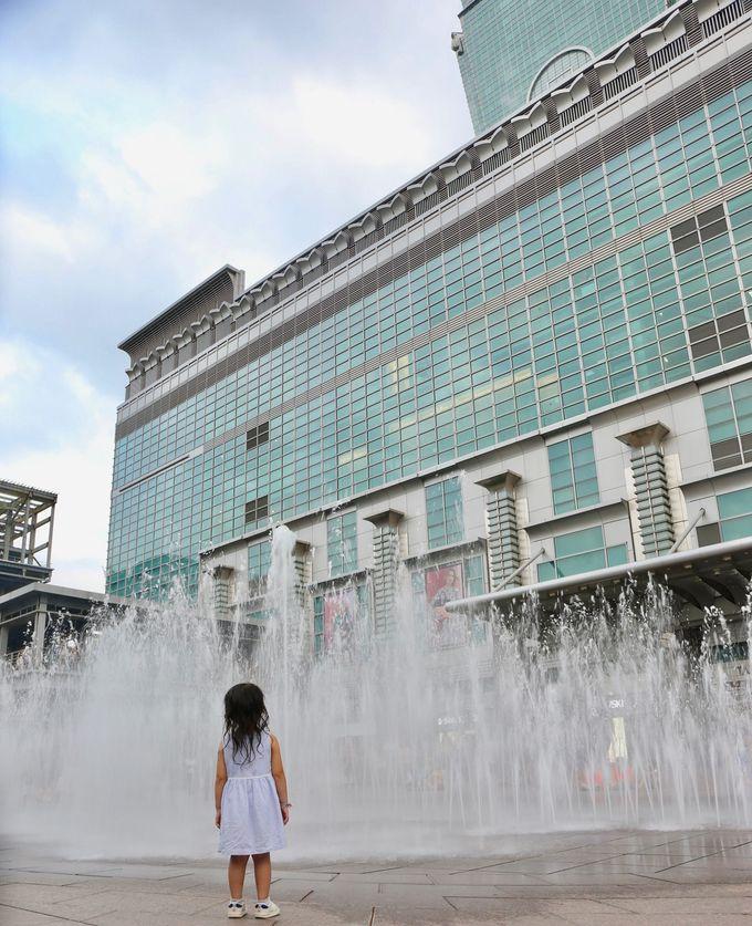 大都会で水遊び!台北101を見上げながら涼める噴水広場