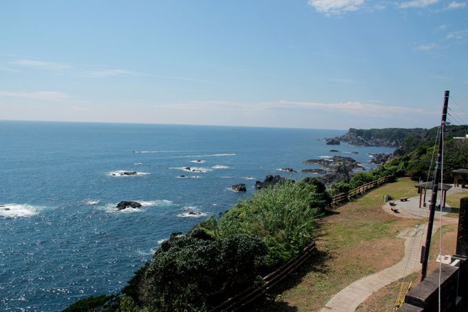 南紀の景観を一望できる樫野埼灯台