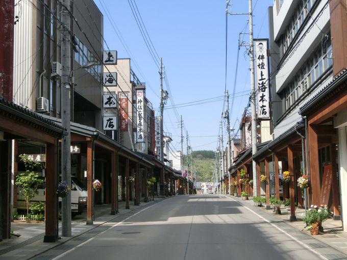 雁木のある町並み 1ブロックすべてが仏壇屋さん