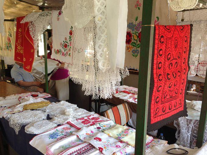 昔のモノの方が質が良く、価格も安い場合がある!ねらい目は刺繍や織物製品