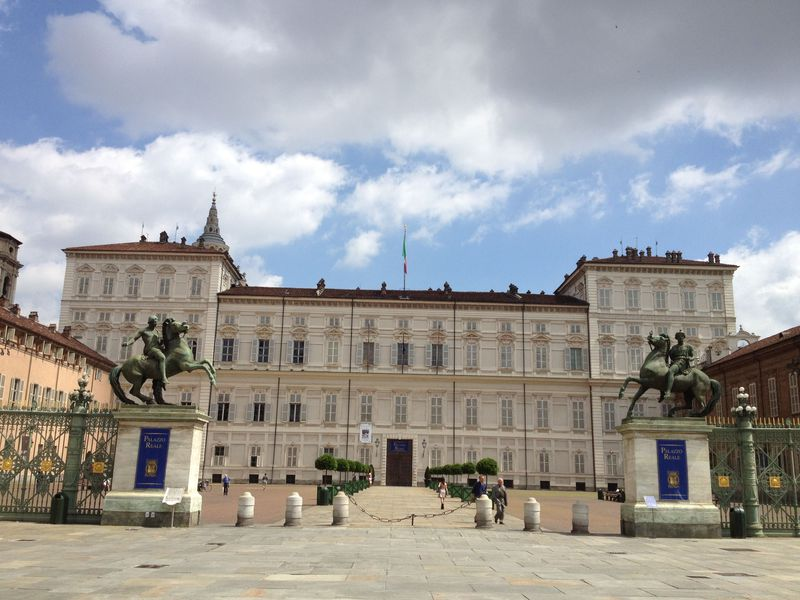 名門サヴォイア家の栄華を伝えるまち・トリノの世界遺産を訪ねる