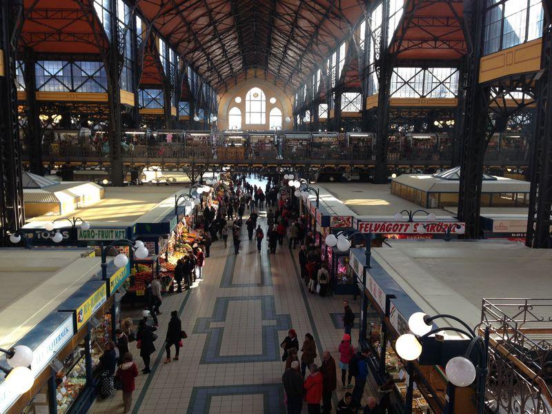ブダペスト中央市場で見る・買う・味わうコツを教えます。