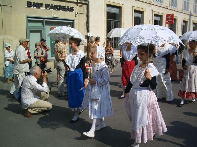 1903年からの歴史を持つ 「衣装祭(Fete du Costume)」