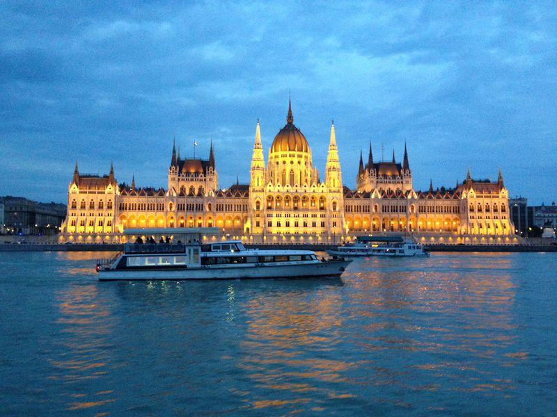 ブダペスト観光の華「夜景」!ドナウ川クルーズで楽しもう