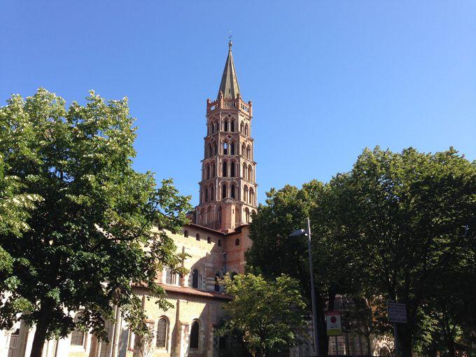 フランス最大のロマネスク建築「サン・セルナン・バジリカ聖堂」