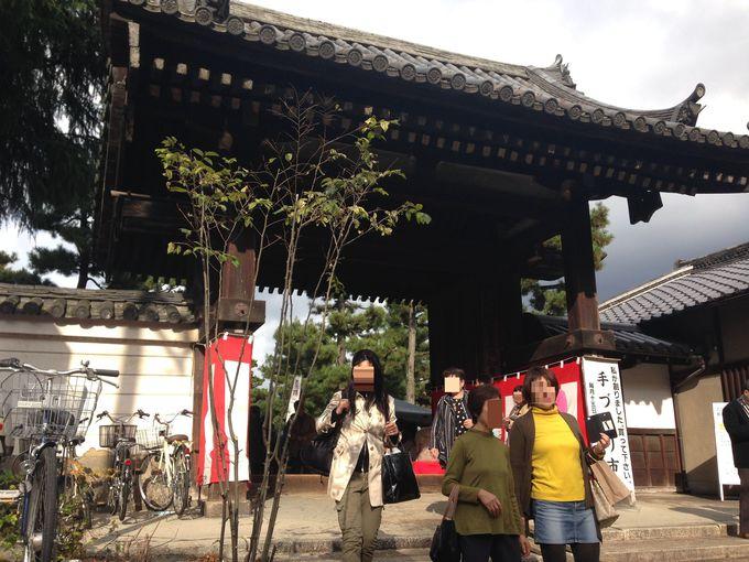 京都大学近く、百万遍知恩寺の境内で開催