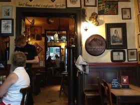 マグリットも通った「ラ・フルール・アン・パピール・ドレ」はブリュッセルの古き良き居酒屋