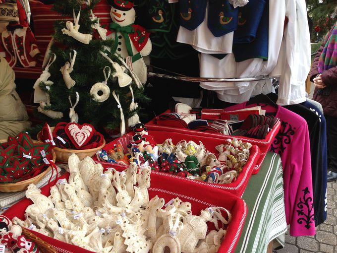 クリスマスマーケットは市内各地で大小アリ