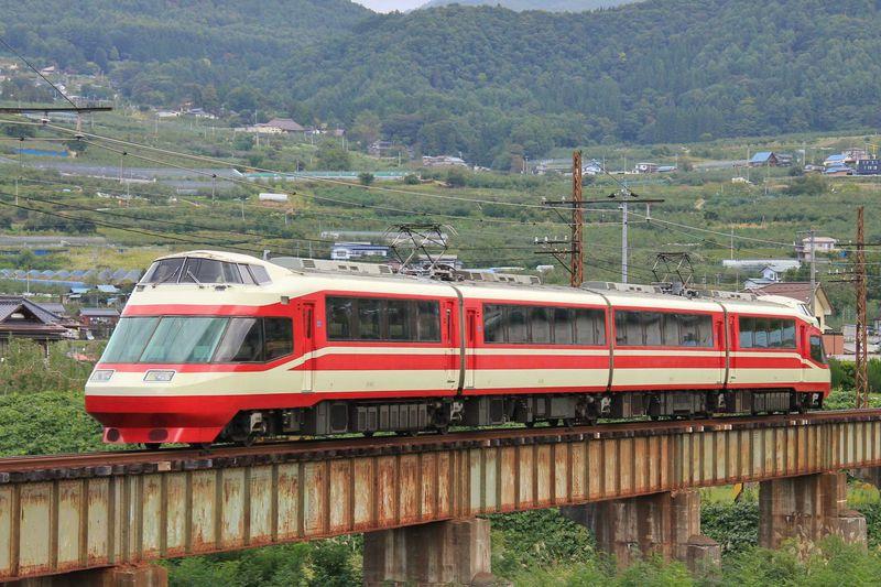 眺望抜群!元特急「ロマンスカー」展望車に乗って信州の鉄道旅