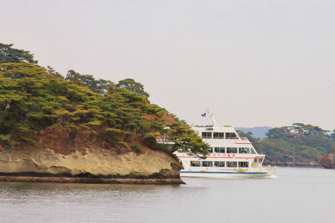 遊覧船に乗ってのんびりと松島巡り