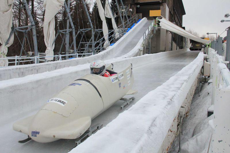 迫力のボブスレー・リュージュの滑走が見学できる 長野市「スパイラル」へ