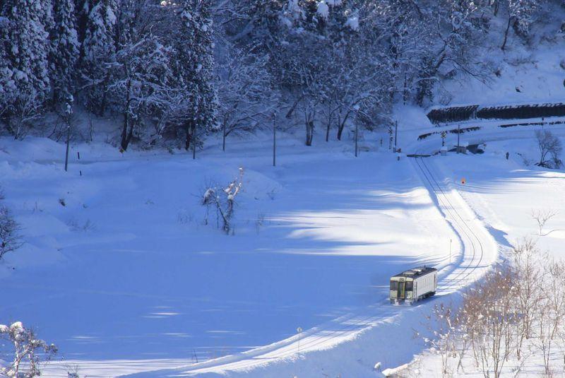 豪雪地帯を行くローカル線 飯山線雪見列車で信濃路の旅