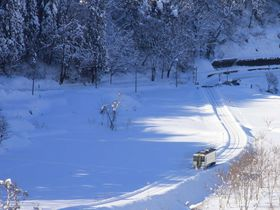 豪雪地帯を行くローカル線 飯山線雪見列車で信濃路の旅|長野県|トラベルjp<たびねす>
