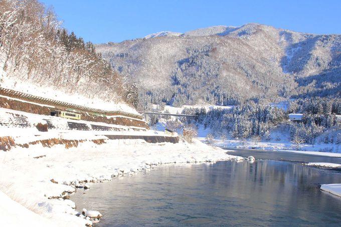 日本一の大河、千曲川(信濃川)の流れに沿って走ります。