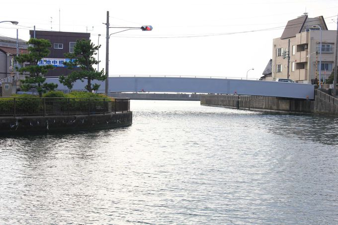 生地漁港には珍しい橋があります。